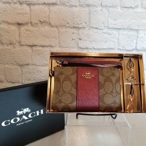 Coach Wristlet + 2 Charms Corner Zip Wallet Boxed